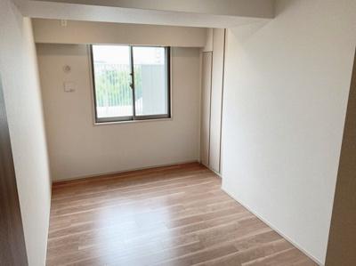 6.3帖の洋室です。個人のお部屋やベッドルームとしてお使い頂けます。