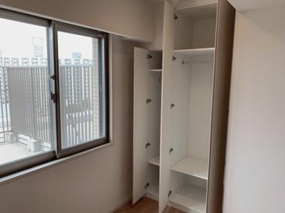 洋室の収納です。大小様々なサイズがあるので、用途に合わせてお選び頂けます。