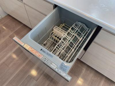 ビルトインで食器洗浄機付きの便利なキッチンです。