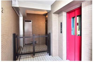 戸建感覚の玄関ポーチが付設しております!