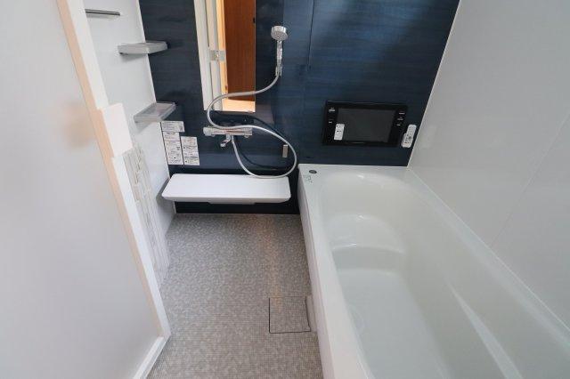 テレビ付きの1616タイプ風呂です。 長居してしまうかもしれません!