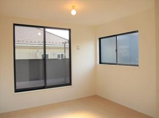 明るい居室は、日光を爽やかな風と共にたっぷりと取り込めます♪