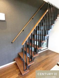 お洒落なデザインのリビング階段です。