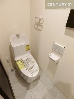 温水洗浄便座付きお手入れもしやすいトイレです。