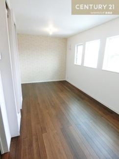 可動間仕切りを使い2部屋にする事も可能です。 ライフスタイルに合わせて変更できるのはポイント高いですよね。