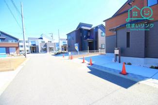 これから新しいお家が立ち並ぶ大型開発分譲地です。 きれいに整備された6.0m幅のゆとりある道路です。