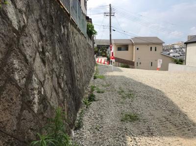 【前面道路含む現地写真】【建築条件なし・完成宅地】吹田市千里丘中 売土地 2区画