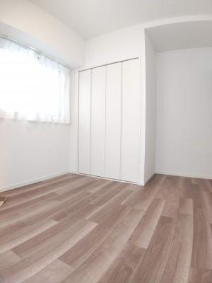 【洋室】アシェール上野北 5階 角 部屋 リ ノベーション済 1999年築