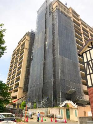 JR千里丘駅から山手に上がった立地のマンションです♪