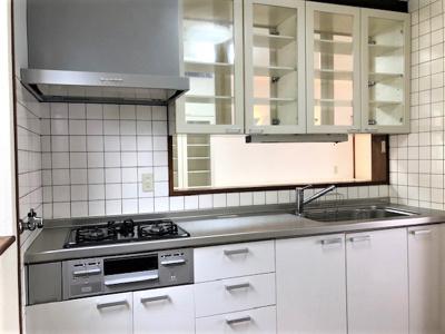 キッチン周りも収納豊富です。