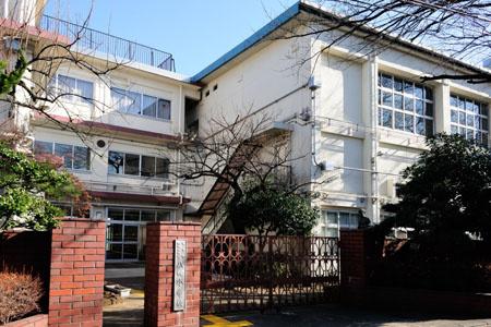 八幡小学校 200m 小学校が近いと通学路も安心です! とても人気が高い小学校のようです。