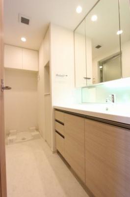 使いやすい独立洗面台です:平日も内覧出来ます♪三郷新築ナビで検索♪