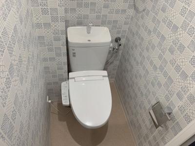 クロスが可愛いトイレです。