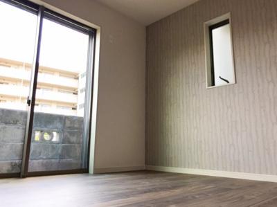1階の4.8帖の洋室です♪