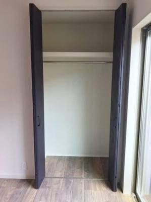 1階の4.8帖の洋室の収納です♪