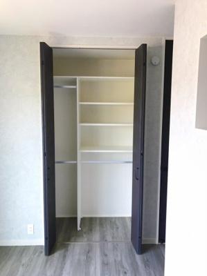1階の5帖の洋室の収納です♪