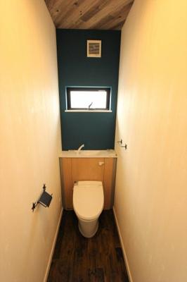 施工例、お洒落な内装のトイレ