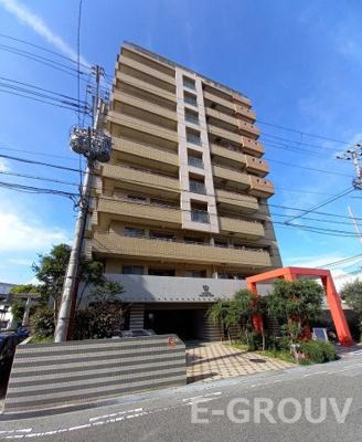 ワコーレペイサージュ神戸 建物外観写真 上層階角住戸で3方開口の明るい室内です!