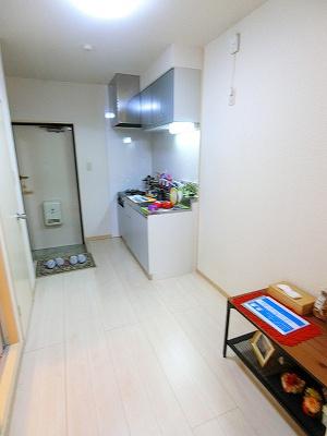 5.2帖のキッチンスペースです♪広めのスペースで毎日楽しくお料理もできますね!自炊生活で楽しく健康に!