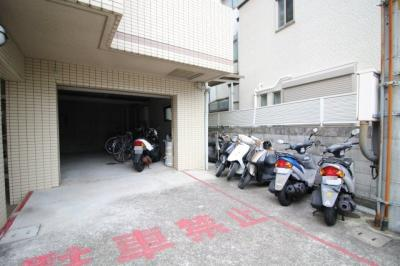 【駐車場】クラウンハウス