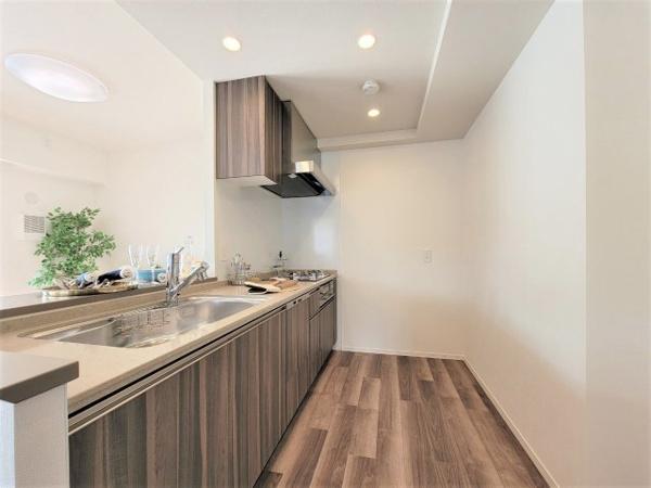 【洋室】約5.2帖の洋室です‼ベットルームや書斎などにも活用して頂ける、丁度良い空間のお部屋となっています♪