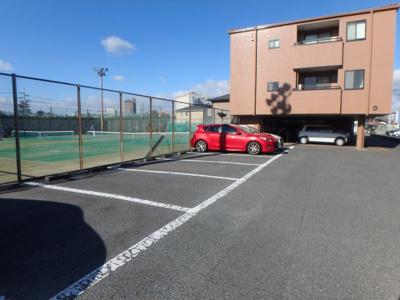 大島 オアシス六番館 2DK 駐車場