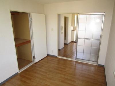洋室6帖の収納スペースです