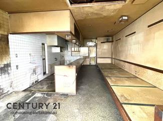 1F店舗部分 元飲食店、現況渡し。 改装工事も別途見積もりご相談ください。