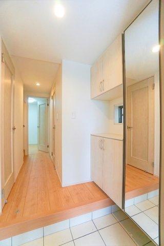 高級感のある広々とした玄関スペース! シューズボックス付きになります!