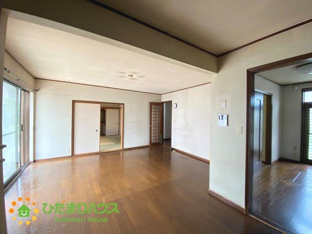 和室と続き間の為空間を広く感じることができますね。