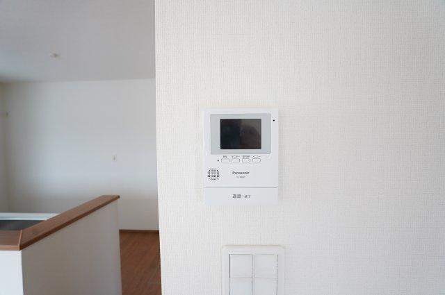 【同仕様施工例】来客が来たらTVモニターで確認できます。防犯面も安心ですね。