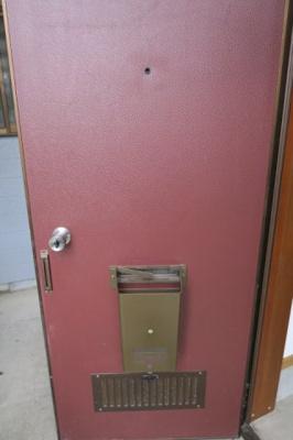 玄関ドアの内側です