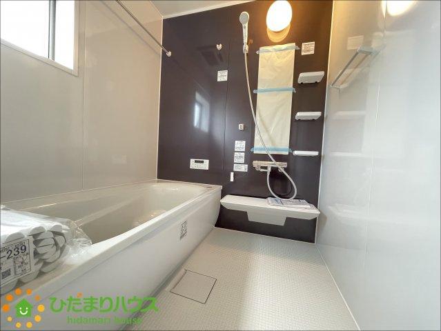 アクセントクロスがオシャレな浴室♪楽しいバスタイムをお過ごしください♪