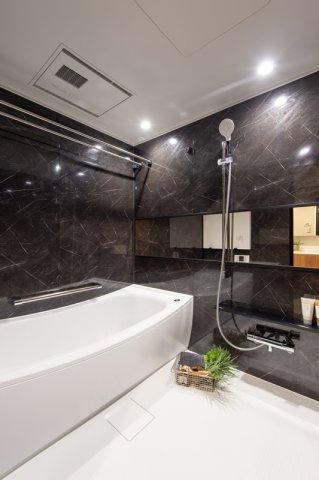 三軒茶屋シティハウス:雨の日のお洗濯ものを干すにも便利な浴室乾燥機・追い焚き機能付き浴室です!