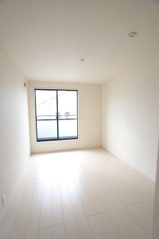 【同仕様施工例】全居室南向きのお部屋です。日中の陽の光を感じ暖かいお部屋です。