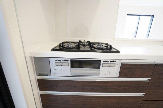 【同仕様施工例】システムキッチンなのですっきりしています。お手入れがラクラクなのもうれしいですね。