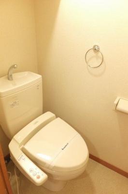 温水洗浄便座設置済みです。