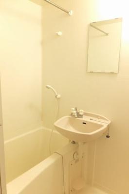 浴室換気乾燥機能付きです。