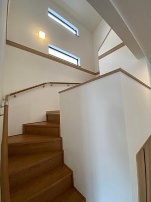 リビングイン階段で広々とした空間です。