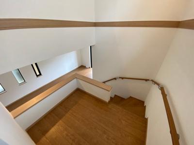 2階へ続く階段です。