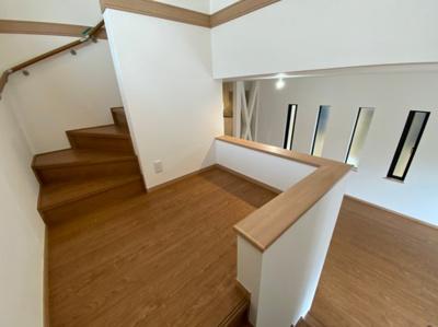 階段にはホールも備わっています。