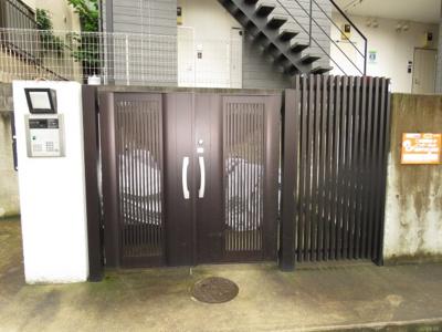 【エントランス】リッツウェアーハウスH&М1