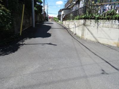 【前面道路含む現地写真】川越市小堤5DK中古戸建