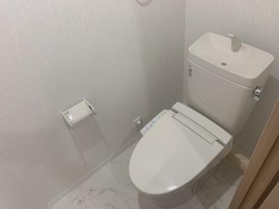 白色基調の落ち着いたトイレです。