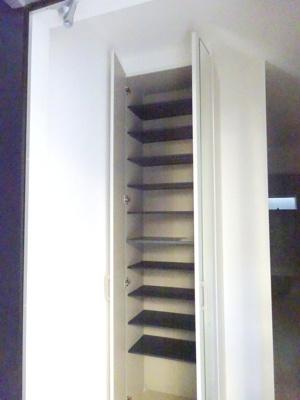【施工例】洋室施工例です。収納も豊富な間取りですので、お部屋を広く使っていただけます。
