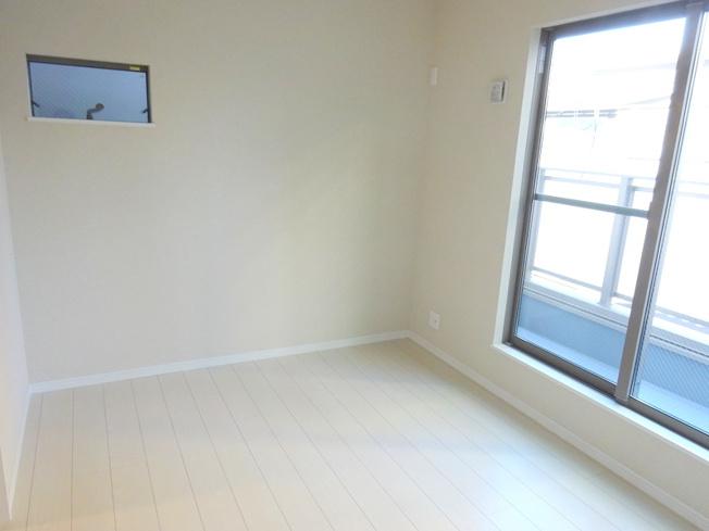 【施工例】洋室施工例です。窓の配置で、採光・風通しが良いお家にできます。