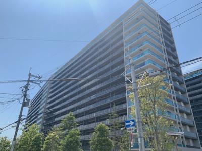 H28年築の大型マンションです。スタイリッシュな外観です。