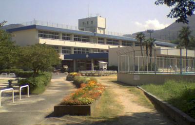 大野城市立大城小学校まで830mです。