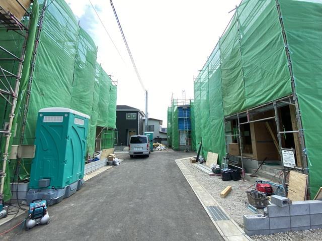 分譲地内の道路は5mで車庫入れ簡単にできます。