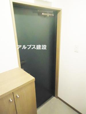 シューズボックス付の玄関。